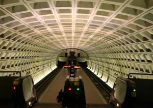 i poza szczytem. zdj. http://commons.wikimedia.org/wiki/File:ShawHoward_U_Metro_station.jpg